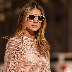 E é claro que a nossa #itgirl #ThassiaNaves não podia perder essa e desfilar o mais novo óculos da #Fendi que já está disponível nas Óticas Wanny  #fendi90years #oticaswannygoestoitaly #oticaswanny #italiaislove #show #legendsandfairytales