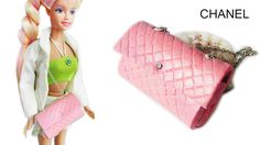 How to make all miniature bag for doll. This purses chanel is perfect for your doll, barbie and dollhouse. The bag is realistic and fully functional. Kate Spade Handbags, Chanel Handbags, Luxury Handbags, Fashion Handbags, Barbie Dolls Diy, Diy Doll, Barbie Clothes, Barbie Sewing Patterns, Doll Patterns