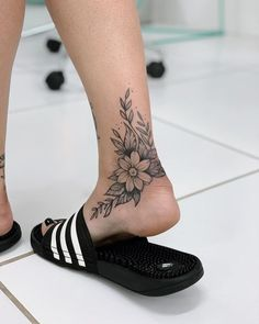 35 cool foot tattoos ideas for women 2019 – page 17 of 35 – beauty zone x. – foot tattoos for women Foot Tattoos Girls, Cute Foot Tattoos, Ankle Tattoos For Women, Tattoos For Women Flowers, Body Art Tattoos, Girl Tattoos, Sleeve Tattoos, Flower Foot Tattoos, Tatoos