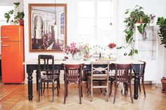 Elsa Billgrens home. Love the mismatched chairs. Kitchen Table Chairs, Room Kitchen, Welcome To My House, Dream Decor, Elle Decor, Decoration, Interior Inspiration, Sweet Home, House Design