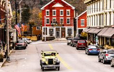 Things to do within ten miles of Ben & Jerry's factory in Waterbury, Vermont Stowe area New England States, New England Fall, New England Travel, Stowe Vermont, Burlington Vermont, Waterbury Vermont, Antibes, East Coast Travel, Us Road Trip