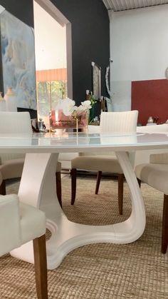 """497 curtidas, 15 comentários - ZDecor Shopping Móveis (@zdecorshoppingmoveis) no Instagram: """"Um pouquinho do nosso showroom. Belíssima mesa de jantar, com tampo marmorizado giratório.…"""""""