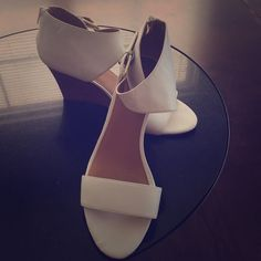 Nine West Fiorina Sandal. 8.5 Worn twice. White leather Nine West. Do not come in original box. Great comfy and chic. No trades. Nine West Shoes Heels