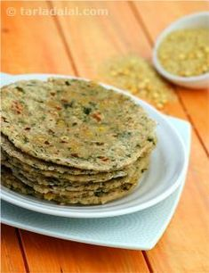Calories of Lazeez Parathas Indian Breakfast, Breakfast For Dinner, Breakfast Recipes, Baby Food Recipes, Gourmet Recipes, Cooking Recipes, Indian Flat Bread, Indian Breads, Indian Foods