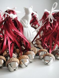Set of 40 Acorns ornaments with jingle bells.  ♥ Great ornaments for Christmas, Rustic Wedding or Home Decoration to spend time with your family in warm atmosphere of coziness! ♥ All acorns hats are perfectly fitted to the bell size. I carefully choose the acorn hats to make them look like they were grown up naturally with the bells on the oaks. ♥ Acorn Bell measures: 0.8 inches in height and 0.7 inches wide (or 2 cm x 1,8 cm).  ♥ There are lots of colors (or mix of colors) which are…