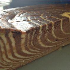 Dieser Zebrakuchen ist ganz einfach zu machen, mach aber ordenltich was her! Mit Eierlikör aufgempimpt ist er allerdings nur was für Erwa...