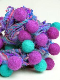 """Effektgarn - """"Kugelrund"""" Artyarn, handgesponnen mit Filzkugeln - ein Designerstück von Farberfinderin bei DaWanda"""