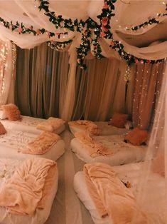 Sleepover Crafts, Sleepover Room, Sleepover Birthday Parties, Fun Sleepover Ideas, Bachelorette Parties, 14th Birthday Party Ideas, Adult Slumber Party, 21st Birthday, Sleepover Activities