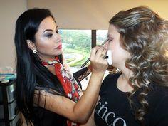 Maquillando a una diseñadora de modas
