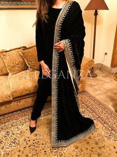 4 inch palta on back. Frock Fashion, Indian Fashion Dresses, Dress Indian Style, Indian Designer Outfits, Asian Wedding Dress Pakistani, Simple Pakistani Dresses, Pakistani Dress Design, Fancy Dress Design, Stylish Dress Designs