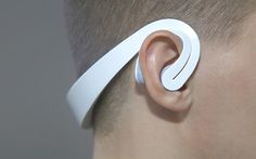 <p>And as you do, the headset signals the game, via Bluetooth...</p>