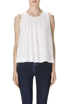 try to figure out a sewing pattern for this simple top ... could be New Look 6895?