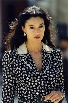 From Sophia Loren to Monica Bellucci, these Italian actresses burn in the collective imagination as the pinnacle of allure and femininity. Monica Belluci Malena, Monica Bellucci Photo, Monica Bellucci Makeup, Most Beautiful Women, Beautiful People, Mode Ootd, Italian Beauty, Italian Women, Italian Girls