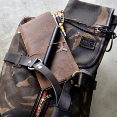 Ideal luggage for a 4 day trip? I recommend the #crootsengland #Camouflage Duffle Bag, lots of room, great looks & #rugged. A tool roll is perfect for smaller items & I wouldn't leave without my trusty #travelersnotebook & #ystudio #fountainpen.⠀ ⠀ www.nomadostore.com⠀ #everydaycarry #ruggedstyle #nomadostore #edc #leathercraft #analogue #journaling #stationery #midori ##loveforanalogue #midoritravelersnotebook #wanderlust #ystudiostyle #crootsbags @amtraq @crootsengland