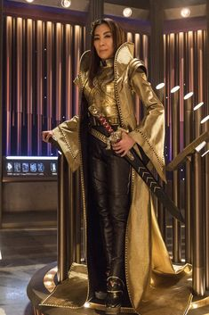A gallery of Star Trek: Discovery publicity stills and other photos. Featuring Sonequa Martin-Green, Doug Jones, Michelle Yeoh, Anson Mount and others. Star Trek Show, Star Trek Tv, New Star Trek, Star Wars, Star Trek Enterprise, Star Trek Voyager, Michelle Yeoh, Star Trek Beyond, Discovery 2017