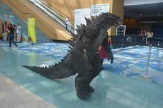 This is easily the most impressive Godzilla costume to grace a convention floor. Dubbed Project Nautilus, this incredible monstrosity was made by Sean Godzilla Suit, Godzilla Tattoo, Godzilla Toys, Mardi Gras Costumes, Game Costumes, Costume Ideas, Crazy Costumes, Godzilla Halloween Costume, Halloween Costumes