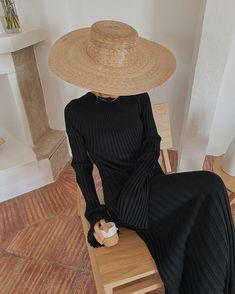 "Débora Rosa op Instagram: ""Escape"" Minimalist Fashion French, Minimal Fashion, Look Fashion, Fashion Tips, 80s Fashion, Fashion Hair, Fashion Online, Fashion Ideas, Winter Fashion"