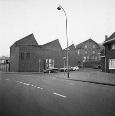 Verhuizing Decorcentrum 1972, NTS, Kampstraat, Hilversum. Archief Beeld en Geluid