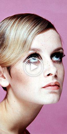 Diese Stilikonen inspirierten Generationen, indem sie sich durch ihre Modewahl ausdrückten. 1960s Makeup, Twiggy Makeup, Retro Makeup, Vintage Makeup, Iconic Makeup, Style Twiggy, Halloween Makeup Anleitung, Hippie Make Up, Glow Skin