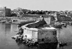 Iraklion port Heraklion, Old Photos, Vintage Photos, Crete Island, Simple Photo, Old Maps, Paris Skyline, Greece, The Past