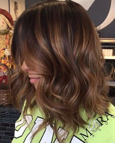 Wavy+Brown+Bob+With+Caramel+Highlights