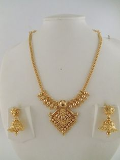 Gold Jewelry 15 Latest Gold Necklace Designs in 15 Grams - Gold necklace designs in 15 grams are perfect to look as well as cost. Here are the top 15 gram gold necklace designs for women in India. 1 Gram Gold Jewellery, Gold Jewellery Design, Jewellery Box, Jewellery Earrings, Jewellery Shops, Indian Gold Jewellery, Latest Gold Jewellery, Jewellery Exhibition, Chokers