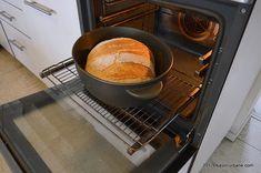 Paine de casa neframantata reteta rapida | Savori Urbane Nespresso, Food And Drink, Kitchen Appliances, Bread, Pizza, Traditional, Recipes, Dutch Oven, Bread Baking