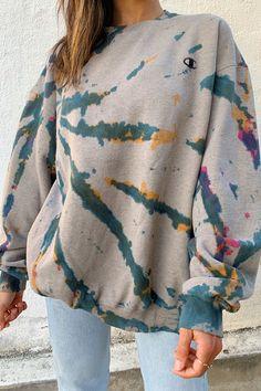 May 2020 - Wolfe Vintage Tie Dye Sweatshirt – Rebelflow Tie Dye Fashion, Look Fashion, Fashion Outfits, Guy Fashion, Classy Fashion, Daily Fashion, Fashion Clothes, Winter Fashion, Fashion Tips