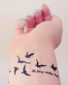 vogel tattoos am handgelenk