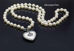 https://www.bigis-schatzkiste.de/schmuck-shop/Trendy-Akoyaperle-Kette-mit-grossem-Design-Herz::2483.html