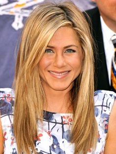 Jennifer Aniston natural long sexy hair style: golden blonde highlights with a side part #hairstyle #beauty #wedding