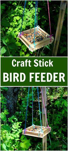 Craft Stick Bird Feeder (easy crafts for kids popsicle sticks) Popsicle Stick Crafts, Popsicle Sticks, Craft Stick Crafts, Wood Crafts, Easy Crafts, Easy Diy, Craft Sticks, Craft Stick Projects, Wood Sticks Crafts