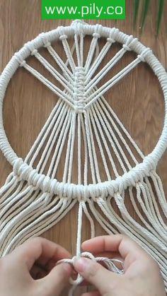 Macrame Design, Macrame Art, Macrame Projects, Macrame Wall Hanging Patterns, Macrame Patterns, Rope Crafts, Yarn Crafts, Yarn Wall Art, Micro Macramé