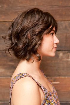 Thick layered Choppy Bob: elow mentioned are 10 beautiful thick layered hairstyles that you can consider for your next hairstyle.
