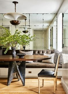 This week, Architectural Digest published a story on Nate Berkus and Jeremiah Brent's newest home, a square foot townhouse in New York dating back to Over the years,. Nate Berkus, Architectural Digest, Jeremiah Brent, Inspiration Design, Decoration Inspiration, Decor Ideas, New York Homes, New Homes, Dining Area