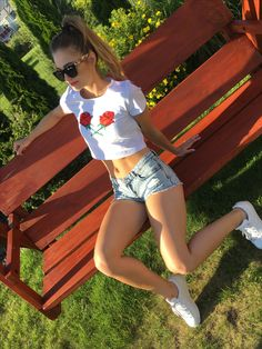 T shirt cropp white The Rose Line Rose embracing