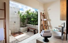 Idea for open concept outdoor shower (no rocks tho & less clutter)