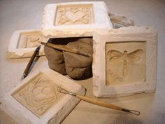 plaster molds for tiles -- source site unknown Ceramic Tools, Ceramic Clay, Ceramic Pottery, Pottery Art, Plaster Art, Plaster Molds, Ceramic Techniques, Pottery Techniques, Pottery Tools