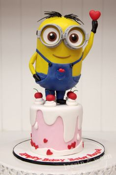 One awesome Minion cake coming up!