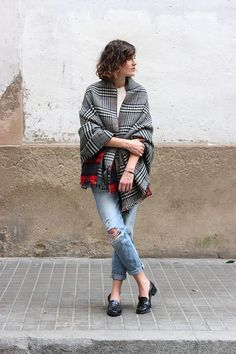 Jeams, tee and a plaid scarf cape - LadyStyle