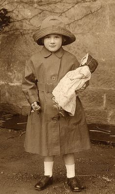 Wearing her new mac by lovedaylemon, via Flickr
