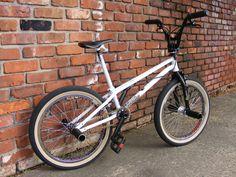 Twin Top tube bikes post them up! Cycling Quotes, Cycling Art, Women's Cycling Jersey, Cycling Jerseys, Vintage Bmx Bikes, Gt Bmx, Bmx Flatland, Bmx Street, Bmx Racing