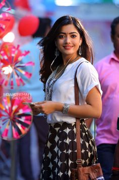 Rashmika Mandanna In Devadas Movie 16 Stylish Girls Photos, Stylish Girl Pic, Cute Girl Poses, Cute Girl Photo, Beautiful Girl Photo, Beautiful Girl Indian, Beautiful Men, Most Beautiful Bollywood Actress, Beautiful Actresses