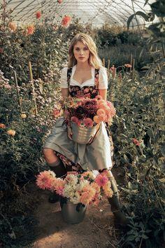 LENA HOSCHEK TRADITION - Frühling/Sommer 2019 ©Rares Peicu - Gamlitz Dirndlbluse, Paulina Dirndl #dirndl #naturalstyle #spring #summer #lenahoschek #tradition #tracht #lenahoschektradition #österreich #austria