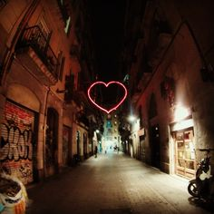 Por las calles de Raval. Street Intervention #heart