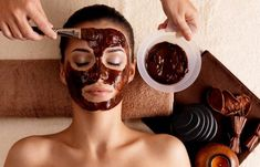 Coffee Mask Many facial masks are used for beauty and skin care. One of these masks is the coffee mask which is just becoming a popular and very useful Face Scrub Homemade, Homemade Face Masks, Diy Face Mask, Chocolate Face Mask, Coffee Face Mask, Honey Face Mask, Cleansing Mask, Too Faced