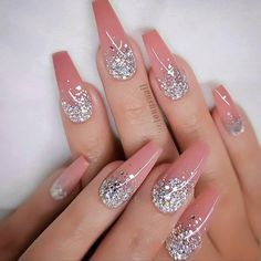 Are you thinking about changing your nails now? Then you should take a look at the most popular nails art we found. Red Nail Designs, Colorful Nail Designs, Bling Nails, Red Nails, Stiletto Nails, Coffin Nails, Fabulous Nails, Gorgeous Nails, Nagel Bling