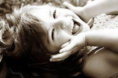 A vida é mais tempo alegre do que triste,melhor é ser!...(adélia prado)