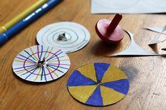 Kleuren mengen met een tol Library Work, Coasters, Museum, Deco, Halloween, School, Projects, Carnival, Craft