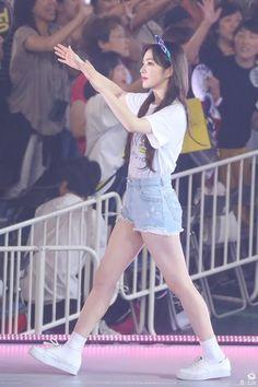 Red Velvet アイリーン, Red Velvet Irene, Korean Outfit Street Styles, Korean Outfits, South Korean Girls, Korean Girl Groups, Redvelvet Kpop, Brave Girl, Cute Beauty